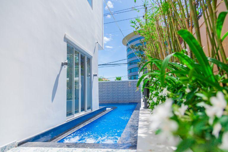 bể bơi tại GerberaHome Trang villa