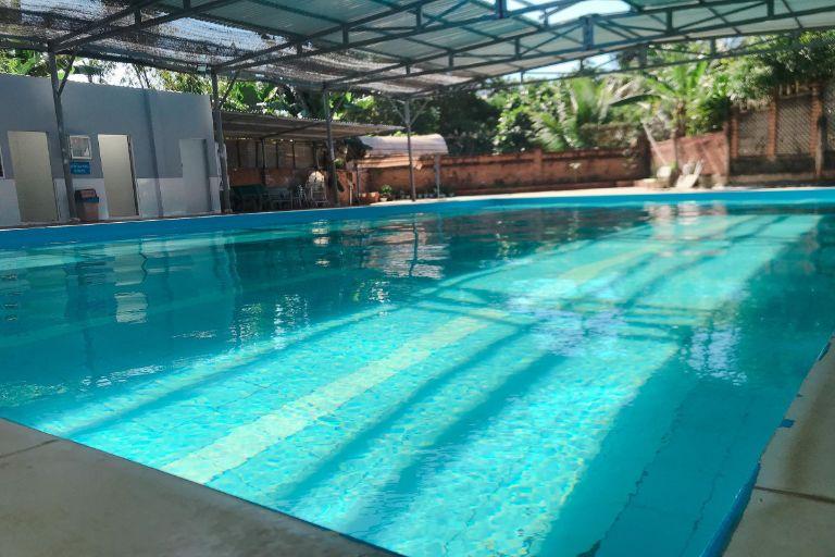 bể bơi rộng rãi tại vuon phap homestay