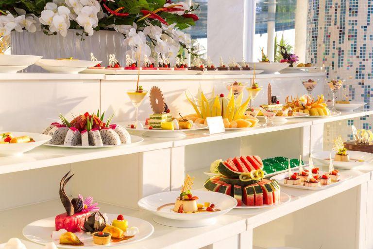không gian ăn uống đẹp mắt, bày tiệc tinh tế
