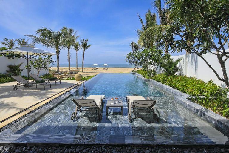 bể bơi tại melia hồ tràm resort