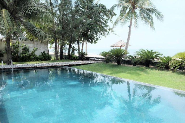 bể bơi thoáng mát tại homestay hồ tràm