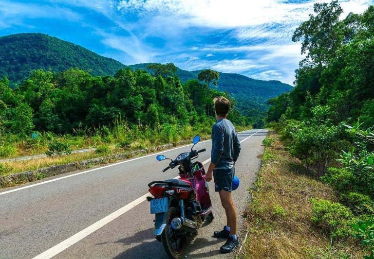 Khám phá bãi Dài bằng xe máy là trải nghiệm thú vị và tiết kiệm