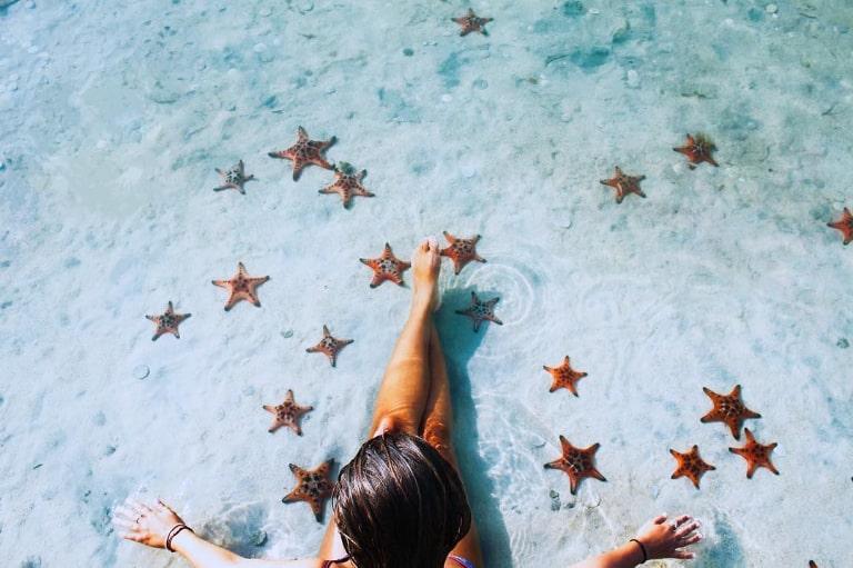Đắm mình dưới làn nước mát lành ở Bãi Sao đảo Phú Quốc