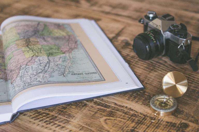 Nên mua một bản đồ du lịch giấy để sử dụng kết hợp cùng với Google Maps