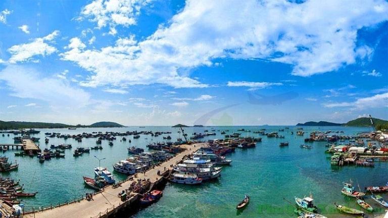 Bản đồ du lịch ở đảo ngọc không thể thiếu được làng chài Hàm Ninh