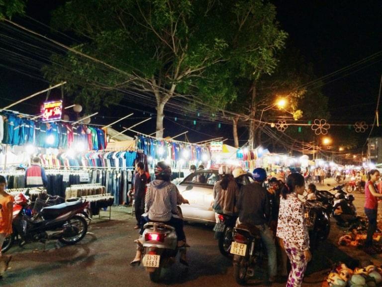 Chợ đêm nằm ngay ở trung tâm của đảo Phú Quốc
