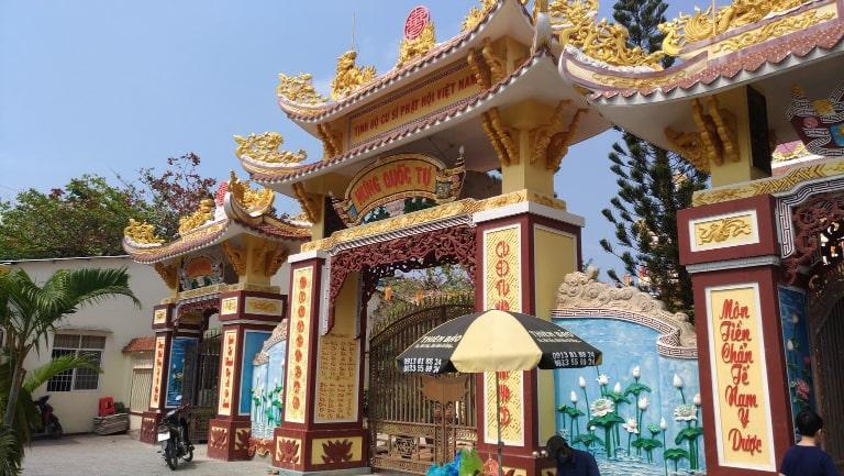 Kiến trúc độc đáo và ấn tượng là điểm thu hút của ngôi chùa