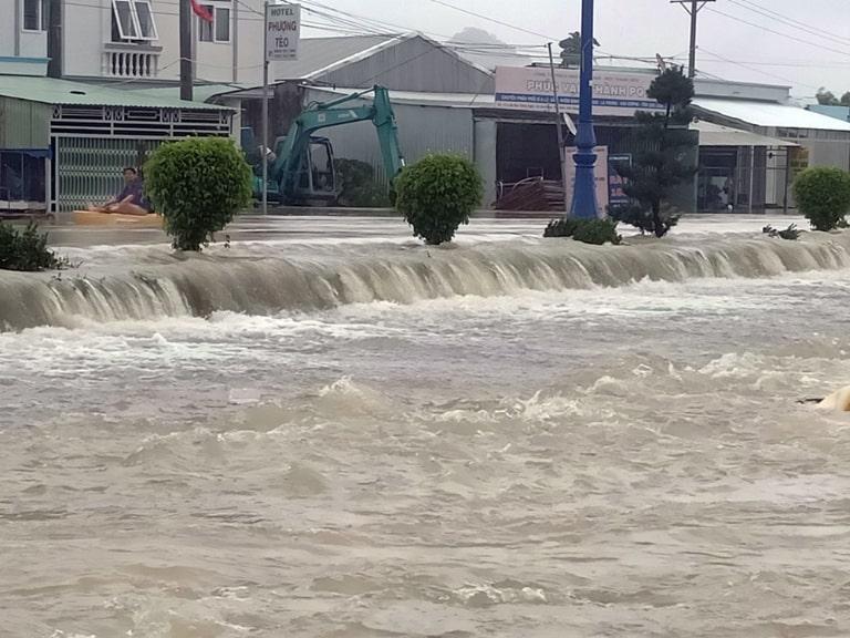 Giao thông vào mùa mưa bão ở Phú Quốc sẽ bị ngưng trệ do nước lũ dâng cao