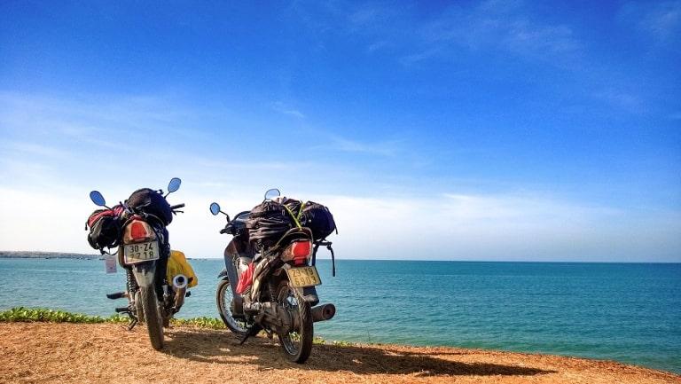 Đi xe máy bạn sẽ dễ dàng khám phá những gì đẹp nhất của đảo ngọc