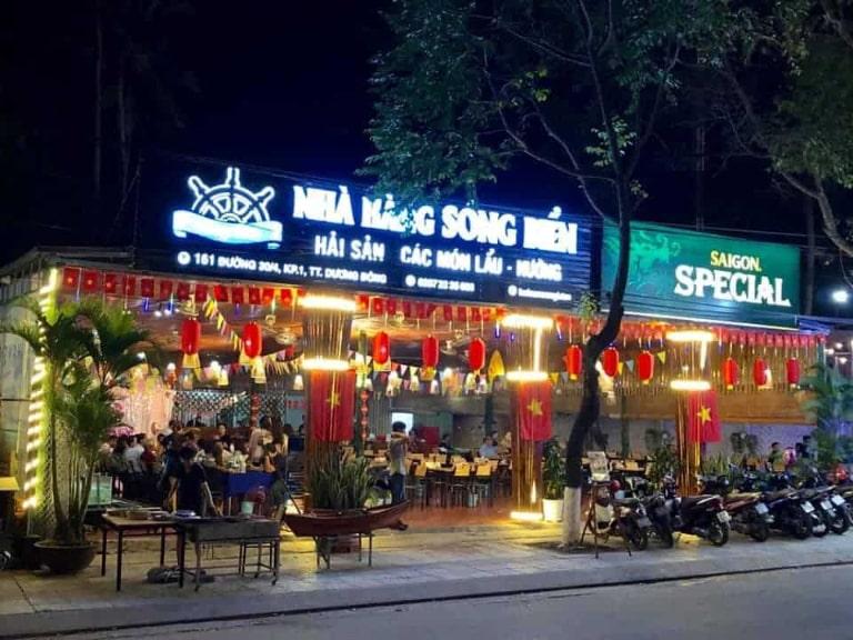 Một địa điểm ăn uống được rất nhiều du khách lựa chọn khi đi du lịch tự túc ở đảo ngọc