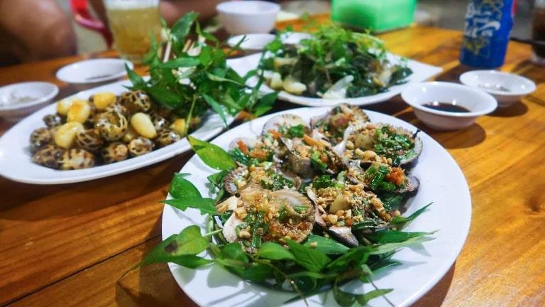 Đến mũi Gành Dầu ở Phú Quốc bạn sẽ được ăn hải sản thỏa thích với giá rất rẻ