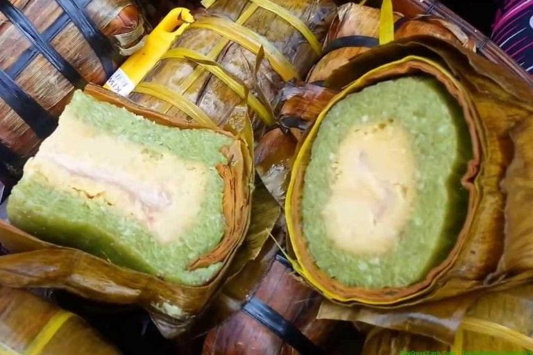 Bánh tét được gói bằng lá mật cật