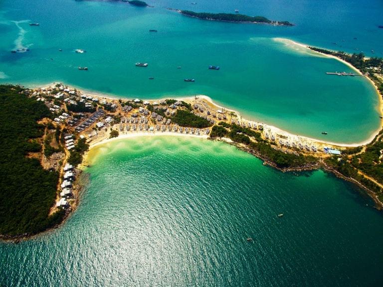 Bãi biển đem lại sự thư giãn, thoải mái nhất cho bạn ở đảo