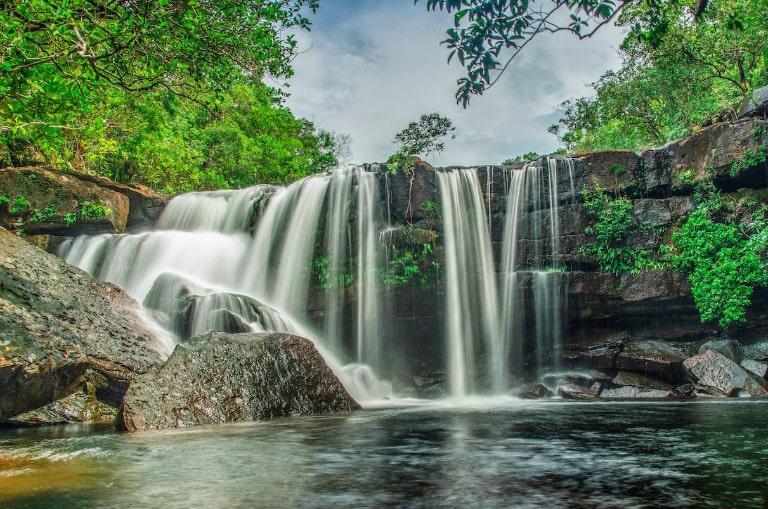 7 thác nước chảy xuống từ trên cao tuyệt đẹp