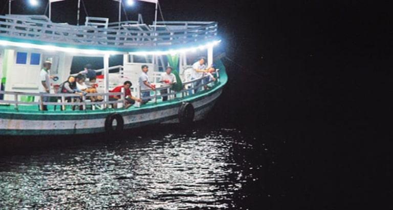 Cảm giác lênh đênh trên biển khi màn đêm buông xuống thật tuyệt vời