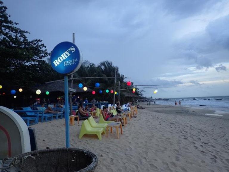 Đây là một địa điểm thu hút rất nhiều du khách ghé đến vào buổi tối