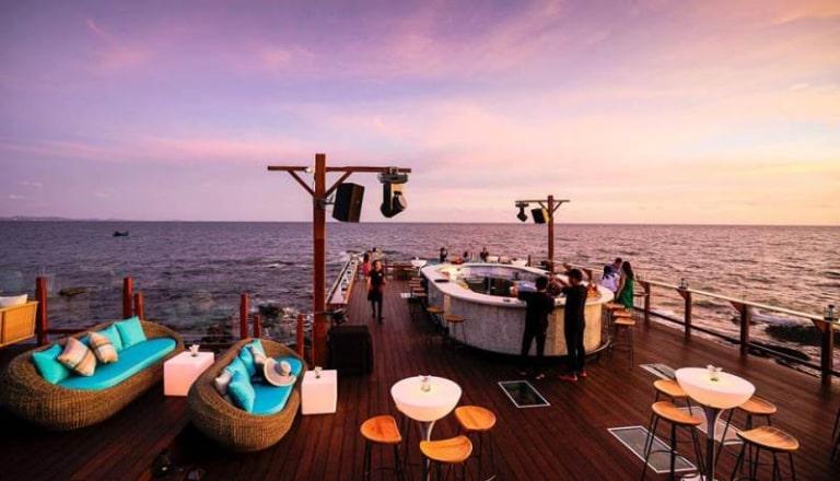 Rock Sunset Island sẽ giúp bạn có một buổi tối đáng nhớ trên hòn đảo xinh đẹp Phú Quốc