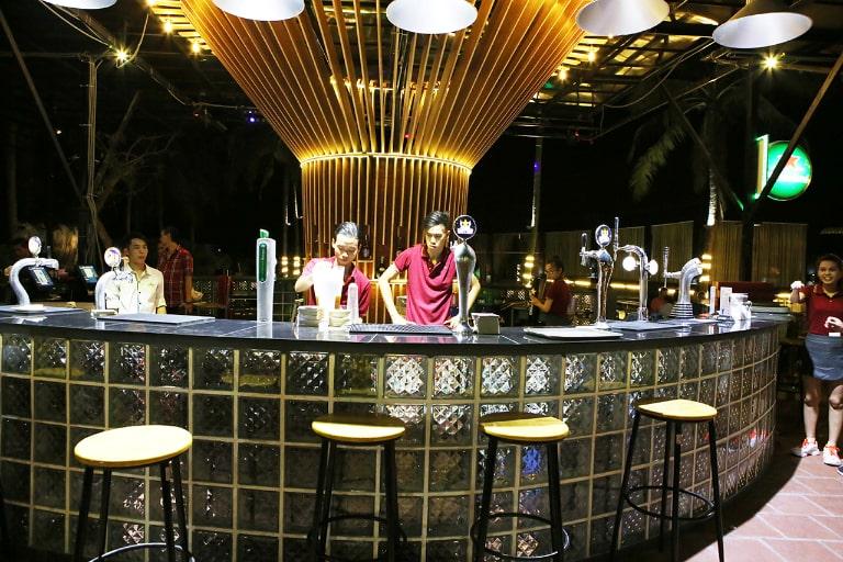 Boba Beer là một trong những câu lạc bộ hoạt động rất sôi động vào buổi tối ở đảo ngọc