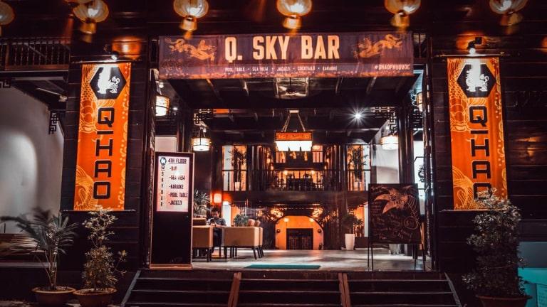 Một quán bar mang phong cách Trung Hoa rất ấn tượng và độc đáo