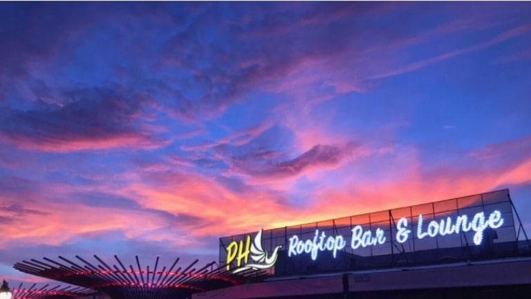 Cảnh sắc của Phú Quốc khi màn đêm buôn xuống sẽ gói trọn trong mắt bạn khi ngồi ở quán bar này