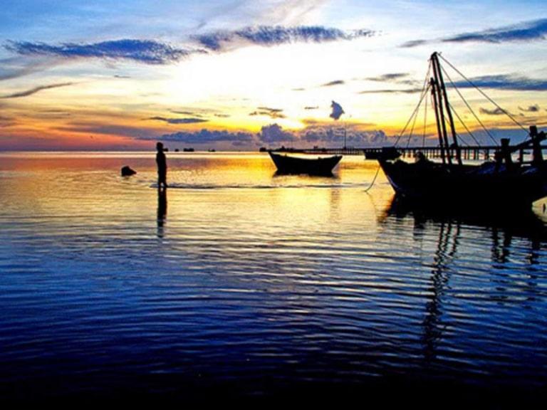 Một làng chài nổi tiếng ở đảo, điểm đến được nhiều người lựa chọn