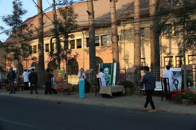 Đi dạo phố Yersin để hòa mình vào thế giới nghệ thuật