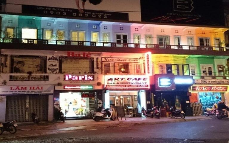 Đây là một con phố rất nhộn nhịp về đêm ở Đà Lạt