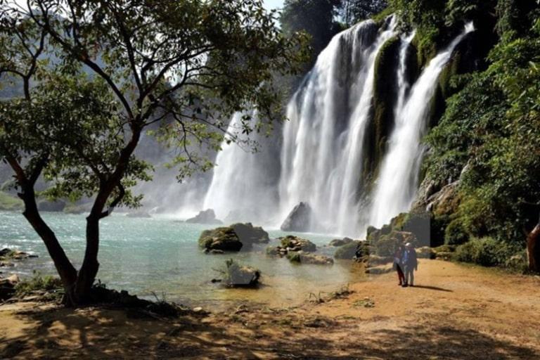 Một trong những thác nước đẹp ở thành phố ngàn hoa