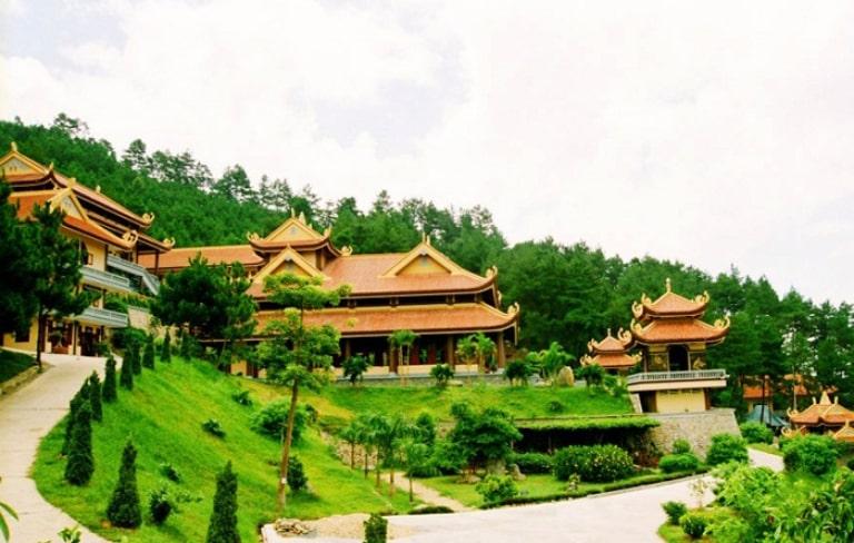 Đây là một ngôi chùa nổi tiếng ở xứ sở mù sương