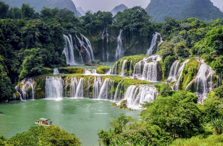 Ngọn thác hùng vĩ và ấn tượng nhất ở Cao Bằng