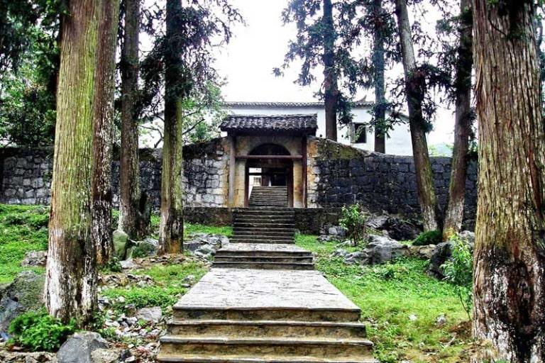 Bạn sẽ được tham quan dinh thự Vua Mèo khi lựa chọn tour du lịch Hà Giang