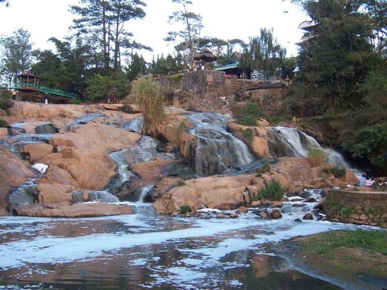 Có nhiều địa điểm tham quan ở gần nông trại cún Đà Lạt