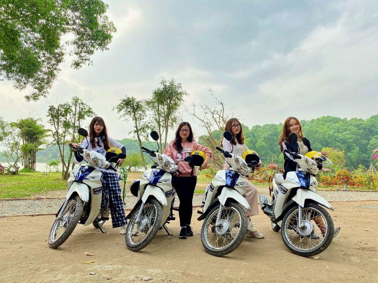du lịch Đồng Mô bằng xe máy MOTOGO