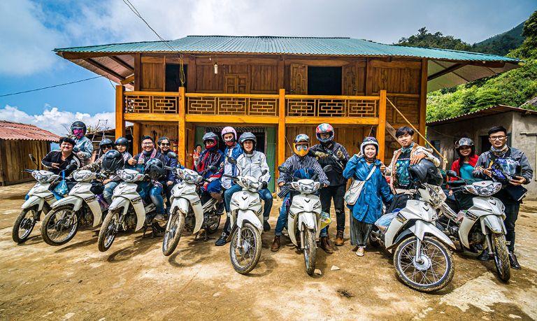 Đoàn phượt thủ sử dụng xe máy của MOTOGO trong chuyến hành trình của họ.