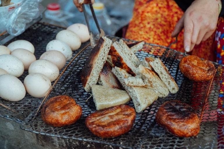 Bánh ăn thơm ngon và chứa một hương vị đặc trưng
