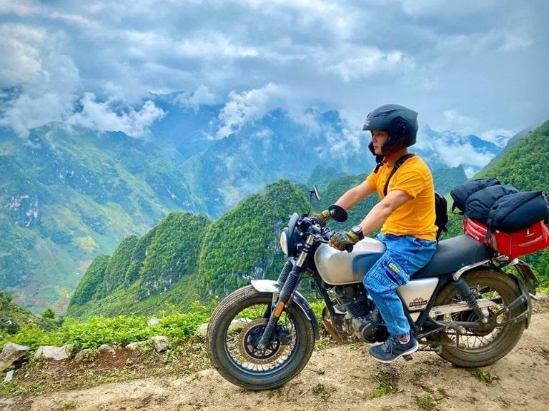 Bạn có thể đi ô tô hoặc xe máy để đi Hà Giang du lịch