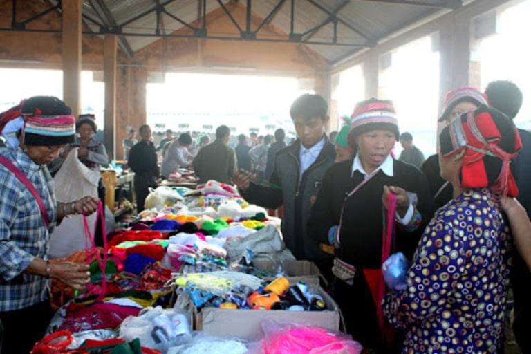 Chợ phiên họp vào ngày Dần và ngày Thân