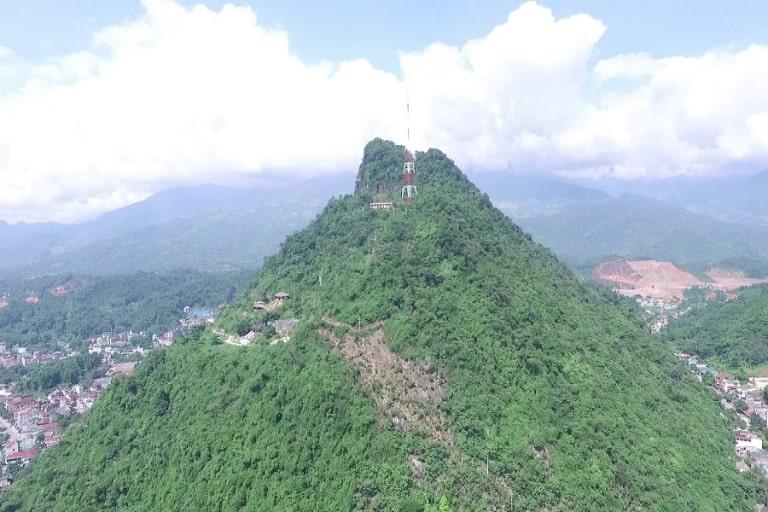 Vẻ đẹp hùng vĩ của núi đá Hà Giang
