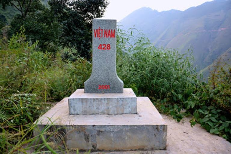 Cột mốc được nhiều bạn trẻ chinh phục tại Hà Giang