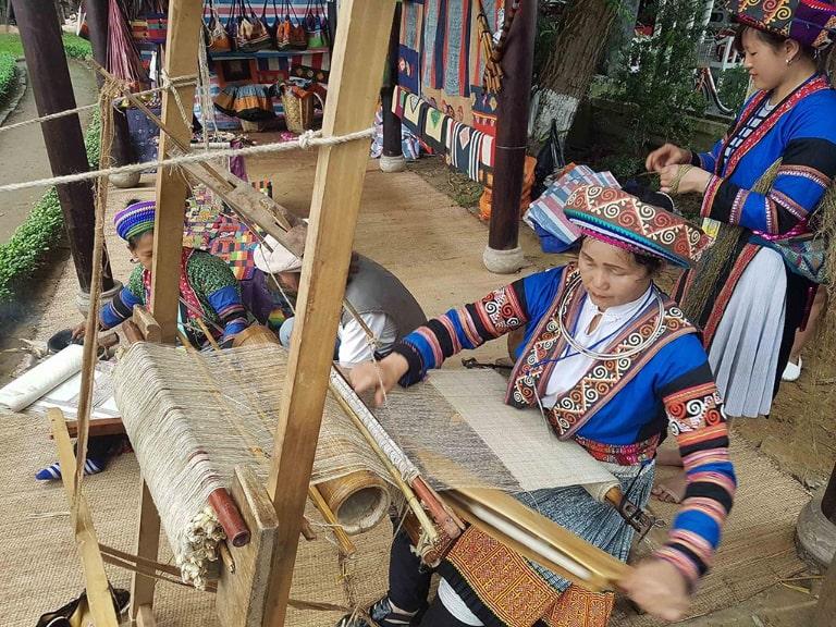 Một làng dệt thổ cẩm nổi tiếng ở Hà Giang