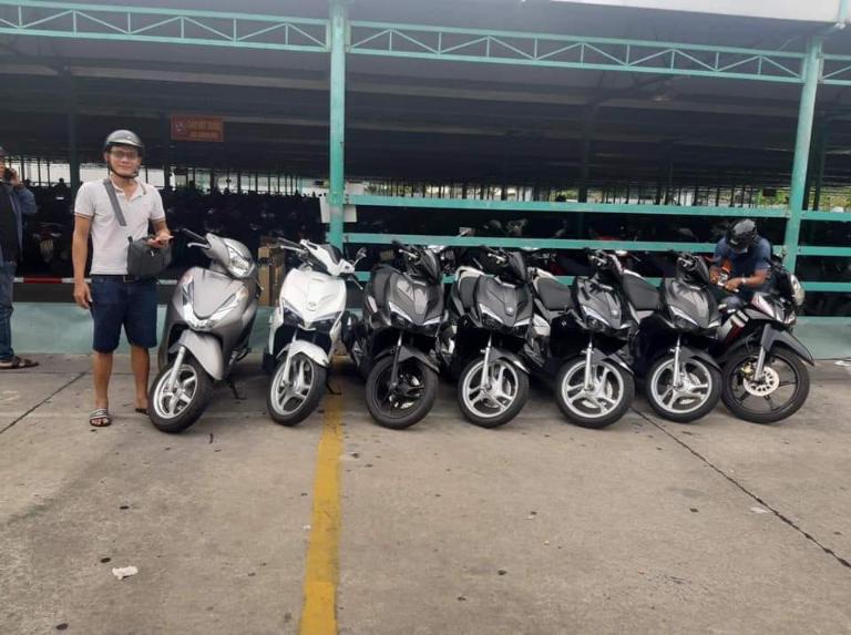 Cửa hàng cho thuê xe máy của anh Quang có quy mô khá lớn