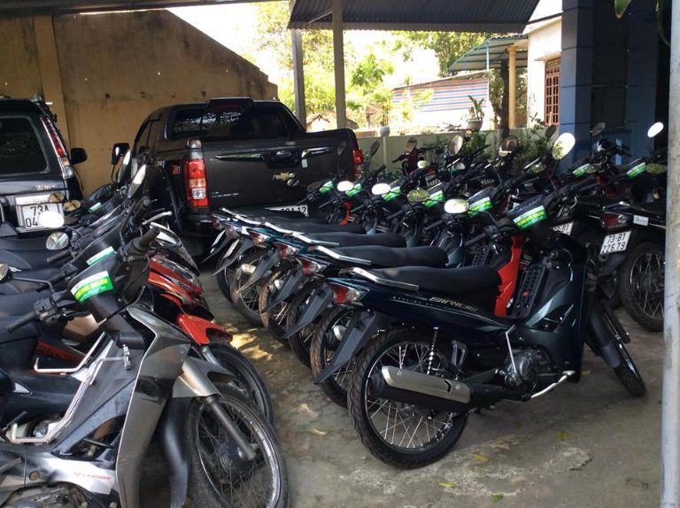 Thuê xe máy tại cửa hàng chị Thu